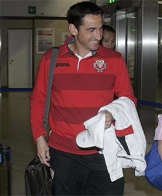 Manolo Jiménez, en los instantes previos a coger el vuelo rumbo a Alemania