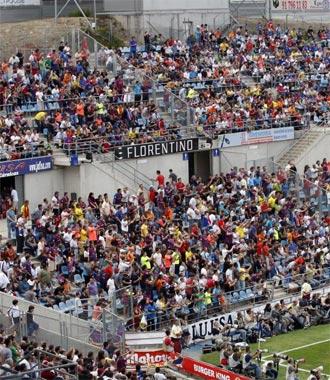 La afición del Getafe durante uno de los partidos en el Coliseum Alfonso Pérez