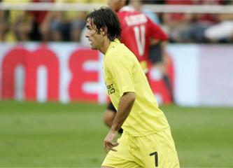 Pires, durante una sesión de entrenamiento con el Villarreal