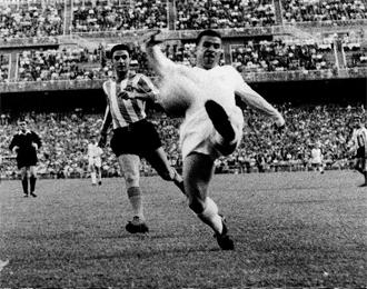 Ferenc Puskas, en plena acción.