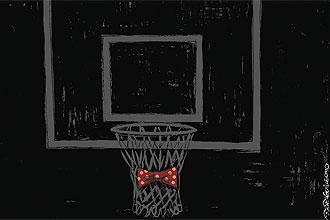 Un tablero de baloncesto de luto por la muerte de Andrés Montes