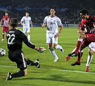 Gourcuff dispara a puerta ante el Bayern