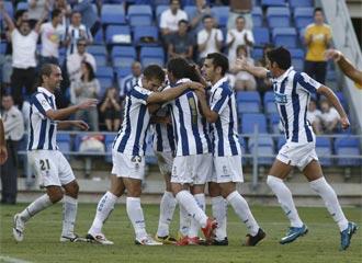 Los jugadores del Recre celebran un gol