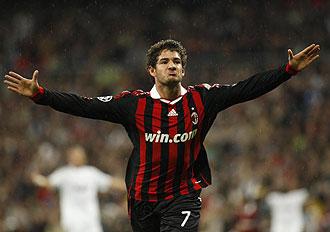 Pato celebrando su gol al Real Madrid