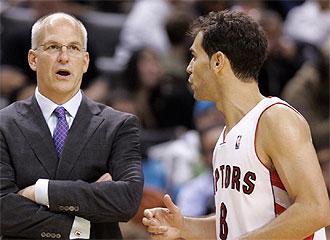 Calderón habla con el entrenador.