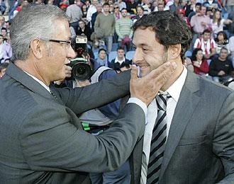 Manzano saluda cariñosamente a Santi