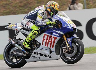 Rossi 'voló' sobre el circuito de Sepang.