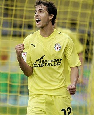 Nilmar celebra su primer gol en esta Liga con el Villarreal