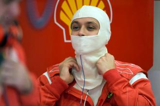 Rossi realzia una prueba en Mugello con Ferrari en 2008.