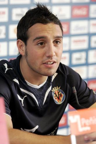Santi Cazrola, en rueda de prensa con el Villarreal.