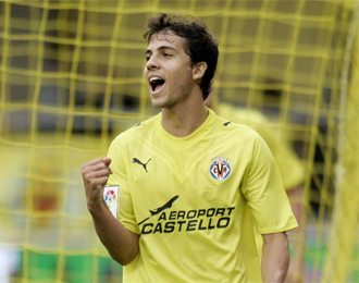 Nilmar celebra un gol con la camiseta villarrealense