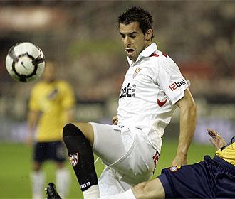 Negredo controla un balón contra el Espanyol.