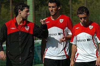 Zubiaurre, Ustaritz y Koikili, durante un entrenamiento con el Athletic