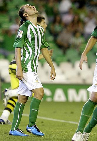 Sergio Garc�a, en la imagen lament�ndose de una ocasi�n fallada, es uno de los seis jugadores afectados por la gripe A