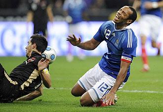 Henry lesionándose con Francia