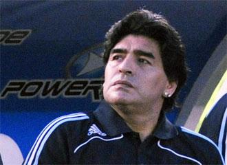 Maradona, serio durante un encuentro de la 'albiceleste'