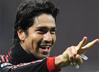 Borriello celebra sus dos goles.
