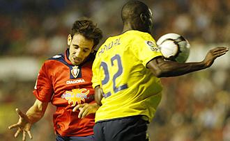 Abidal durante el partido contra Osasuna