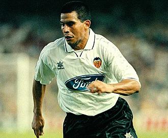 Cáceres jugó ocho temporadas en España.