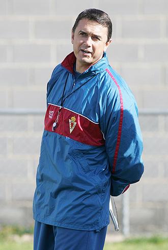 José Miguel Campos durante un entrenamiento del Murcia... esta temporada ya no dirigirá ninguno más
