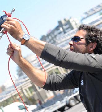 Fernando Echávarri ultimando los preparativos de su embarcación