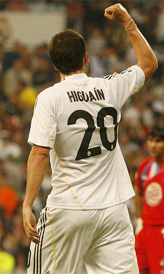 Higuaín celebra uno de sus dos goles al Getafe