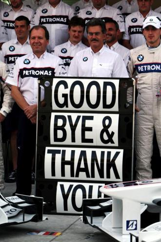 """Mario Theissen y el equipo BMW Sauber se desped�a de la F1 con este """"Adi�s y gracias"""" el pasado fin de semana, en el GP Premio de Abu Dhabi."""