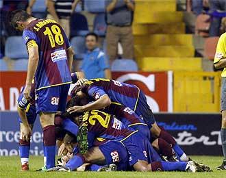El Levante celebra un gol frente al Numancia.