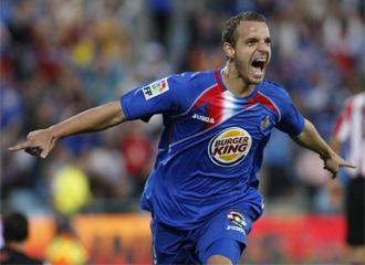 Soldado celebra un gol conseguido ante el Athletic de Bilbao