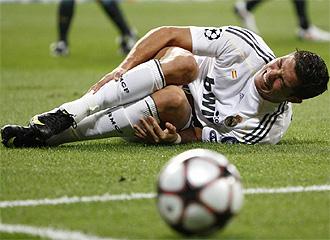 Cristiano Ronaldo se duele del tobillo.