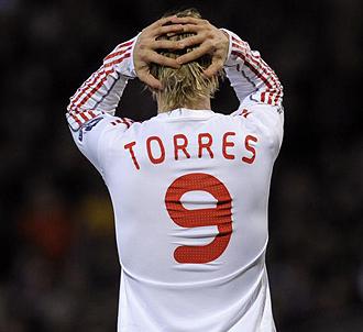 Fernando Torres lamentándose con el Liverpool