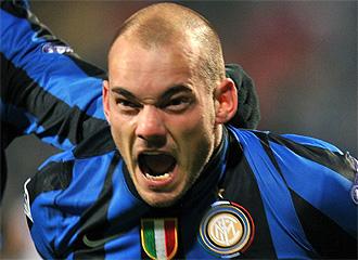 Sneijder celebra un gol con el Inter.