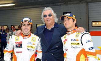 Alonso, Briatore y Piquet, durante la presentación del equipo Renault.