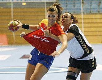 Beatriz Fern�ndez jugando con Espa�a