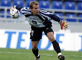 Enke jugó en el Barcelona y en el Tenerife, entre otros.