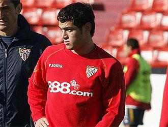 Lautaro Acosta, en un entrenamiento del Sevilla.