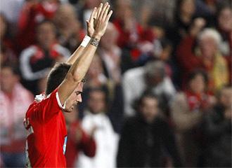 Javi García celebra un gol con el Benfica.