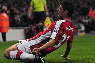 Fran Mérida celebra un tanto con el Arsenal