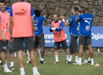 Los jugadores del Tenerife, durante un entrenamiento del equipo