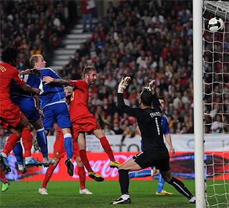 Bruno Alves logra el tanto de Portugal.