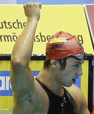 Melquíades Álvarez celebra su victoria en los 200 metros braza