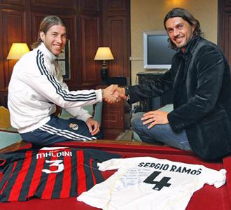 657c8ee3e Sergio Ramos y Paolo Maldini posan para MARCA con las camisetas  intercambiadas.