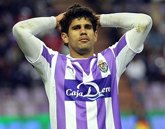 Diego Costa jugando con el Valladolid