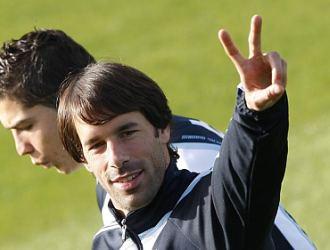 Van Nistelrooy, junto a Cristiano Ronaldo, en Valdebebas.