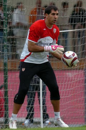 Gorka Iraizoz, en un entrenamiento con el Athletic de Bilbao.