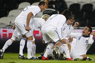 Los griegos celebran el gol de la clasificación para el Mundial
