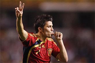 David Villa celebra un gol con la selección nacional.