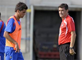 Míchel, en un entrenamiento del Getafe, junto a Adrián.