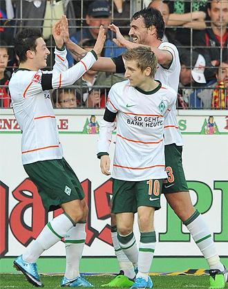 Los jugadores del Werder Bremen celebran uno de los seis goles