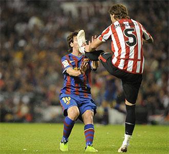 Amorebieta le realiz� una dura entrada a Messi.